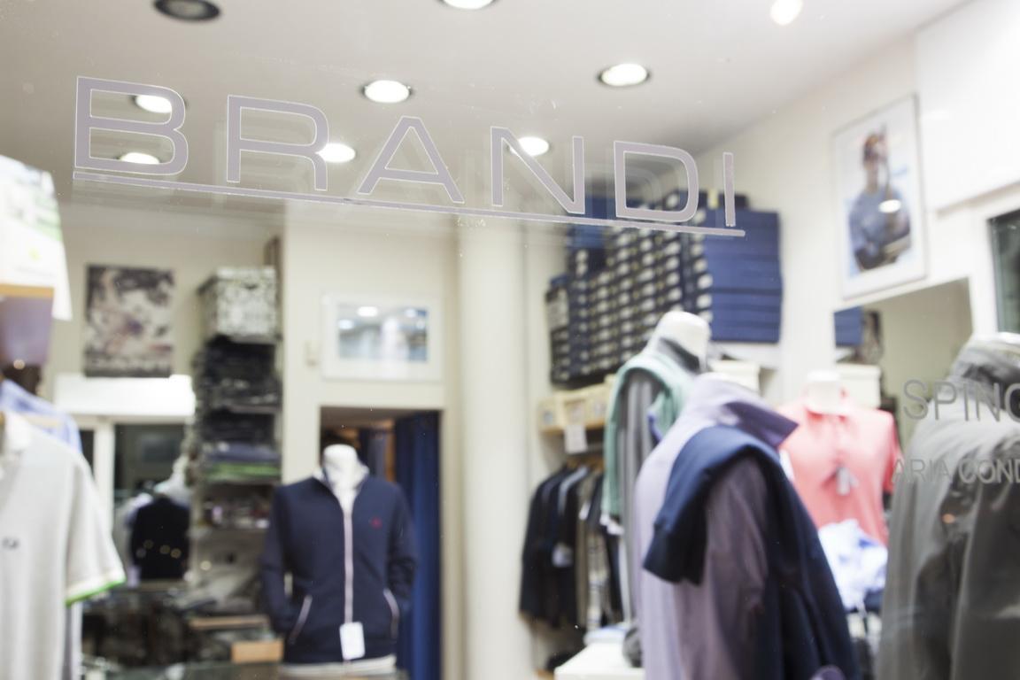 Brandi abbigliamento for Interno 09 abbigliamento