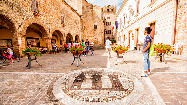 Moresco_Piazza Castello e Stemma